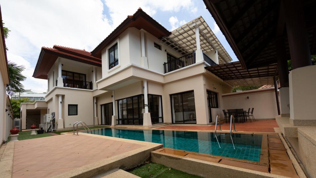 Villa Selaru