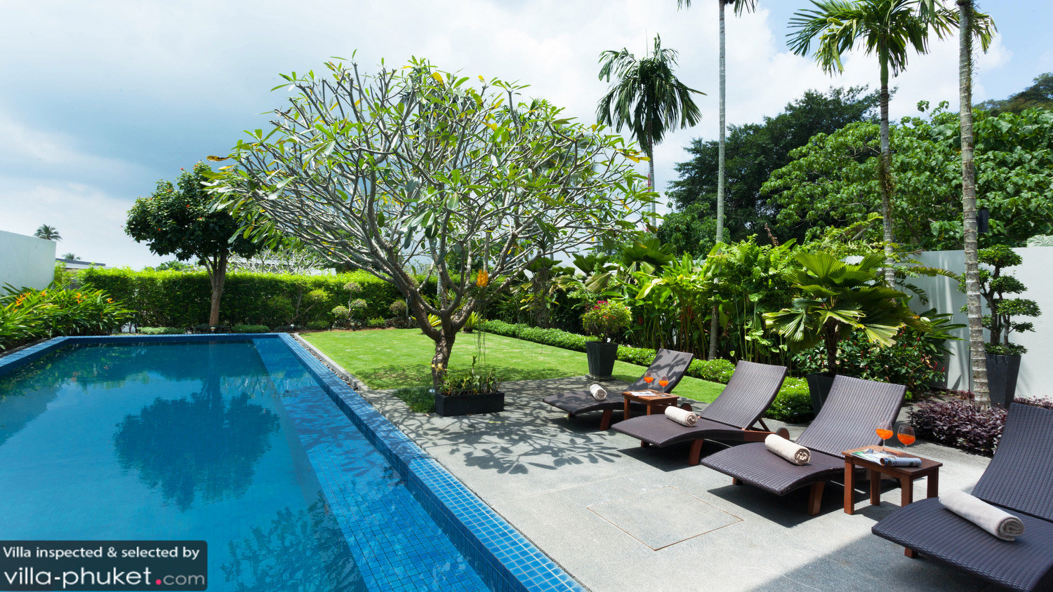 Baan yamu garden pool in cape yamu phuket 2 bedrooms for Garden pool ystad